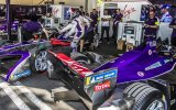 Trabajos en el box del DS Virgin Racing Formula E Team durante el #SantiagoePrix.